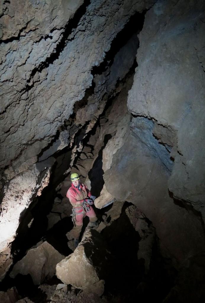 Jaskinia CL-3 - Korytarz przed Studni�� X - fot. Michał Ciszewski