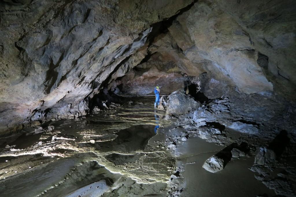 Misy martwicowe w jaskini He Shi Qiao Dong - fot. Michaê Ciszewski
