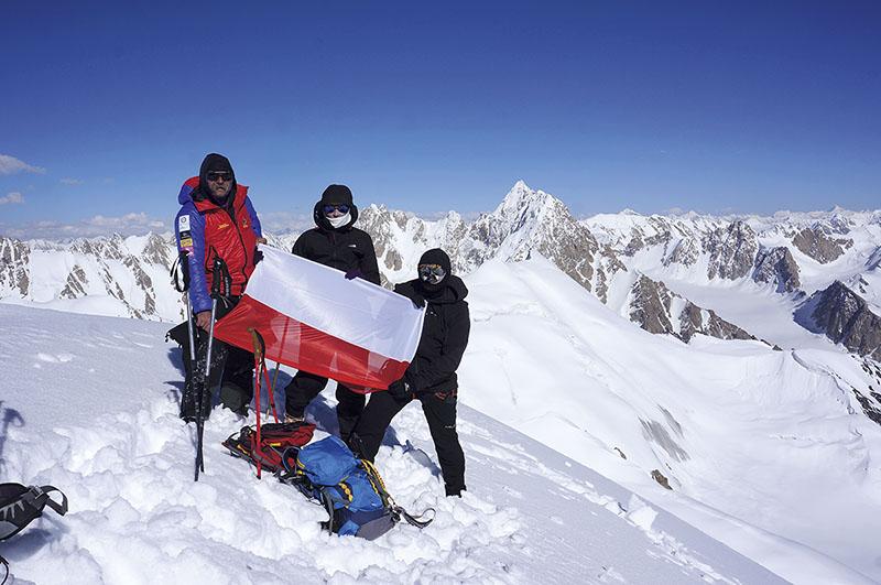 Na-szczycie-Mai-Dur-Sar