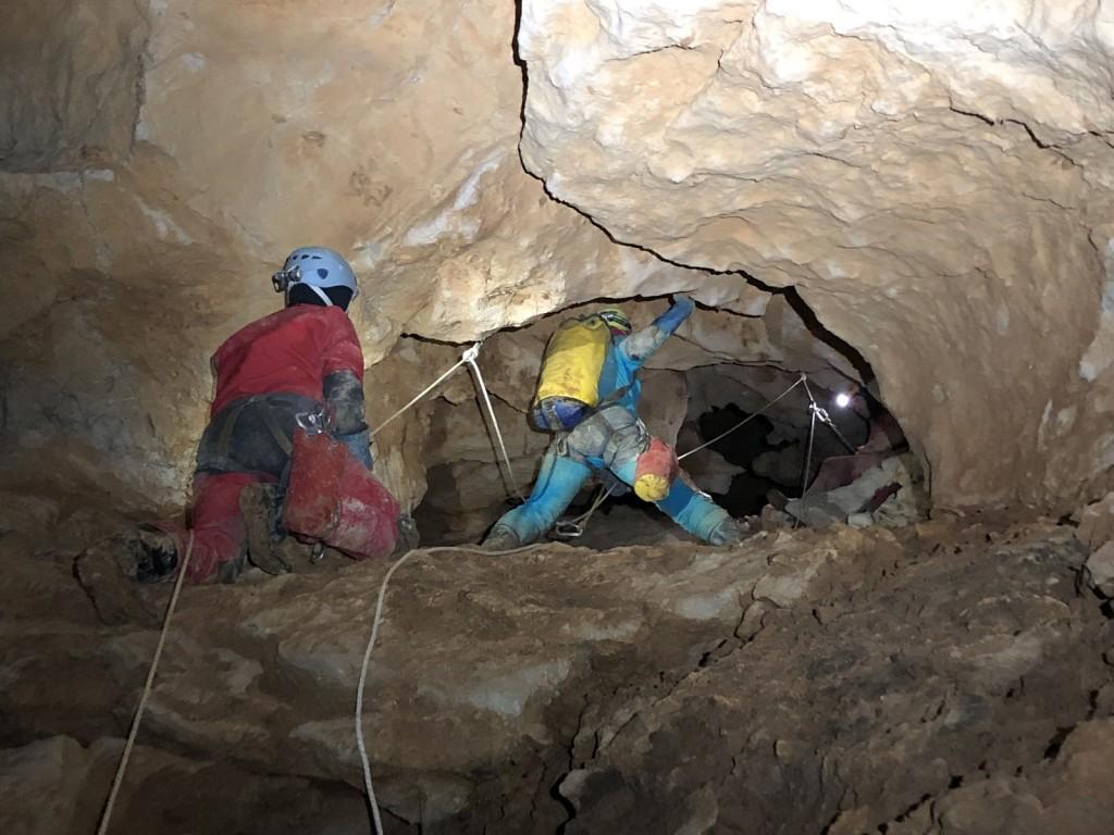 Eksploracja w południowej części jaskini CL-3 (System Lamprechtsofen) - fot. Marcin Kubarek